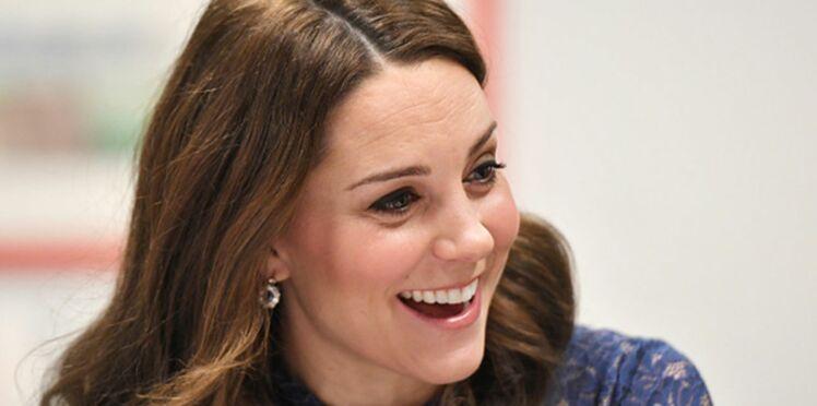 Kate Middleton ose la robe en dentelle qui souligne la poitrine