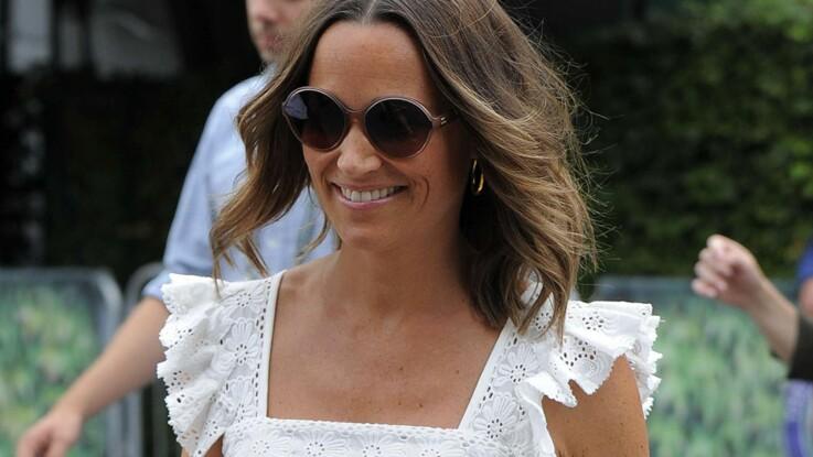Pippa Middleton affiche son baby-bump dans une sublime robe longue en dentelle blanche