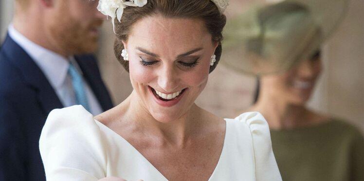 Kate Middleton, divine, pour le baptême du prince Louis