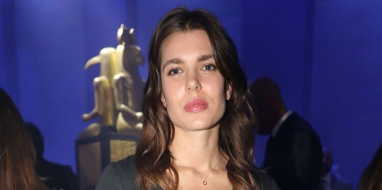 Charlotte Casiraghi : un look sage et sans maquillage pour assister au défilé Gucci