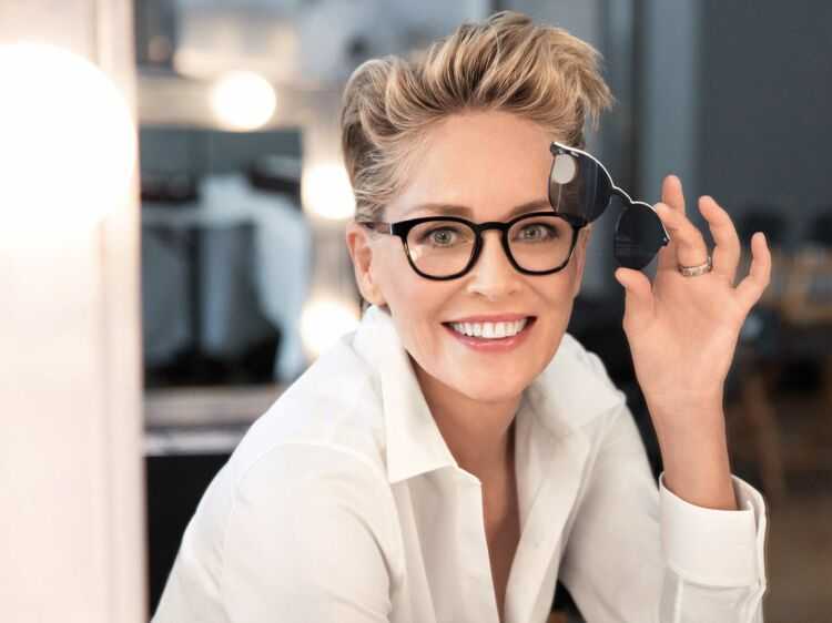 Afflelou lance des lunettes à verres interchangeables avec l actrice  hollywoodienne Sharon Stone   Femme Actuelle Le MAG 41141f3acb97