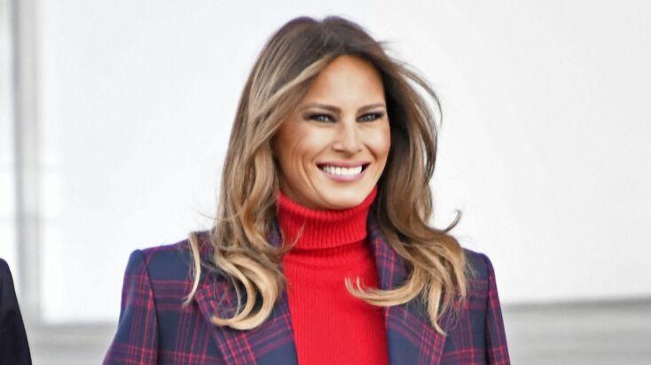 Melania Trump   élégante en manteau à carreaux pour recevoir le sapin à la  Maison Blanche 24b6f11f8969
