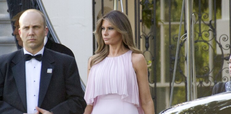 Photos - Melania Trump, très remarquée, en robe rose dragée, lors d'un mariage