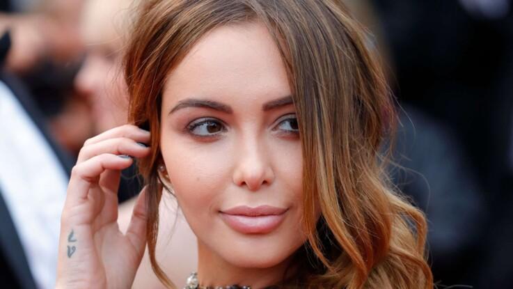 Nabilla Benattia, sans soutien-gorge sous sa robe transparente très sexy à Cannes