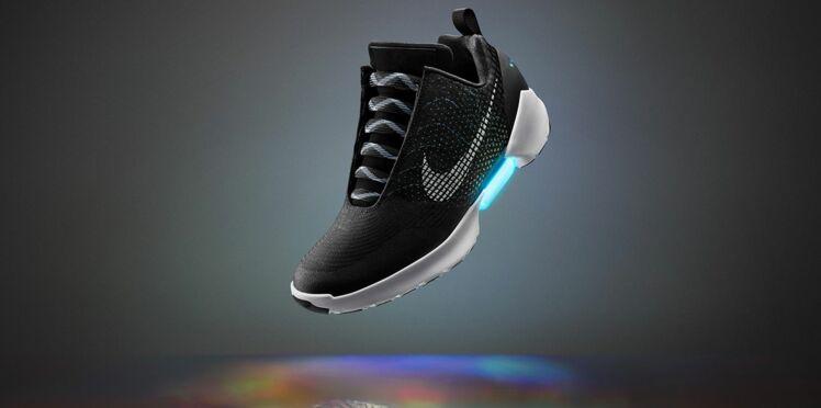 Nike invente la basket à laçage automatique
