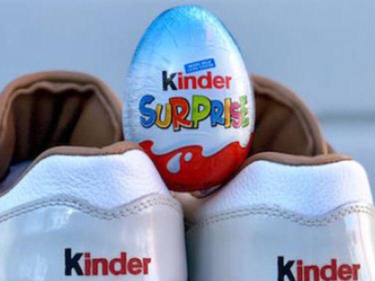 brand new b0086 f7127 Arrêtez tout  Nike sort des baskets Kinder Bueno et on adore !  Femme  Actuelle Le MAG