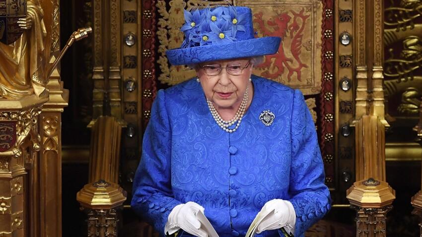 Photo - Le chapeau de la reine serait-il un signe de rébellion contre le Brexit ?