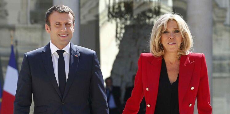 Photos - Brigitte Macron fait mouche avec sa veste militaire rouge de couturier