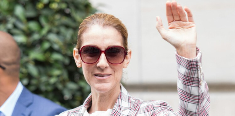 PHOTOS – Céline Dion ose un look boyish en smoking à carreaux