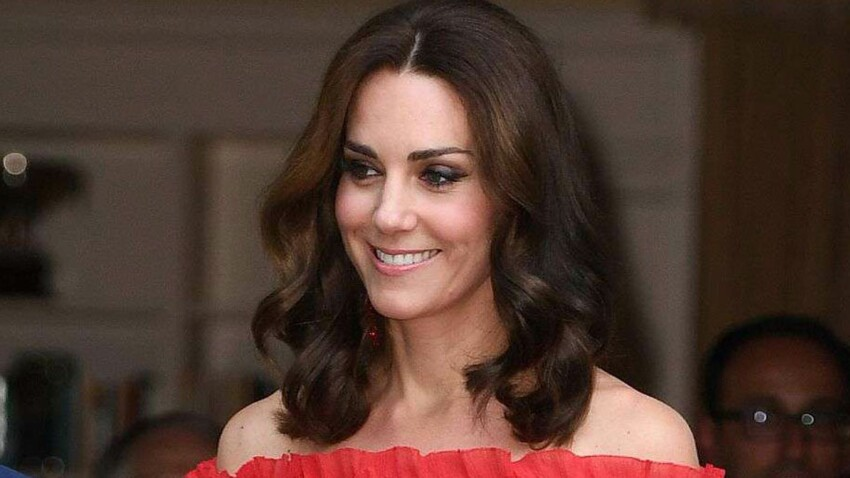Photos - Kate Middleton ose pour la première fois dénuder ses épaules dans une robe divine