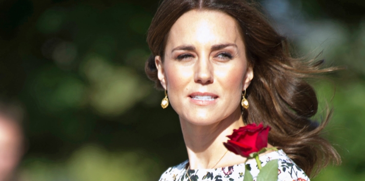 Photos - L'ensemble fleuri de Kate Middleton fait polémique