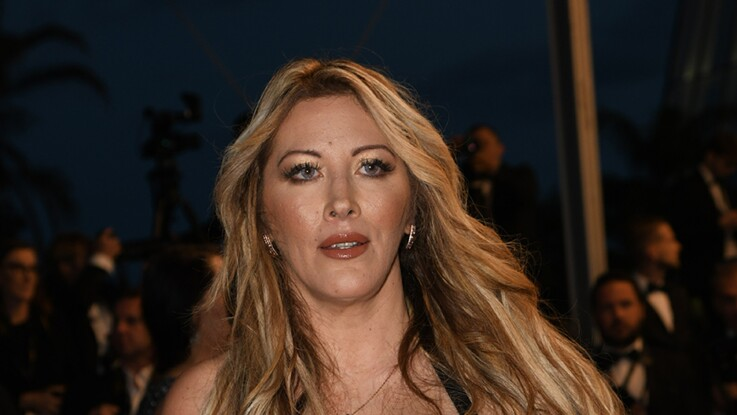 Photos - Loana amincie et radieuse au Festival de Cannes avec une robe bustier