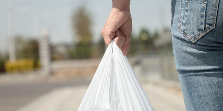 Balenciaga copie un sac de supermarché et le vend à 795 euros