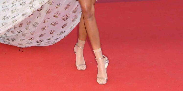 Quelle star a osé le duo chaussettes-sandales sur tapis rouge ?