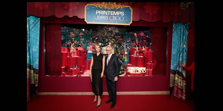Vidéo – Uma Thurman inaugure les vitrines de Noël du Printemps