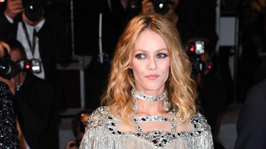 Vanessa Paradis illumine le tapis rouge de Cannes en robe dorée