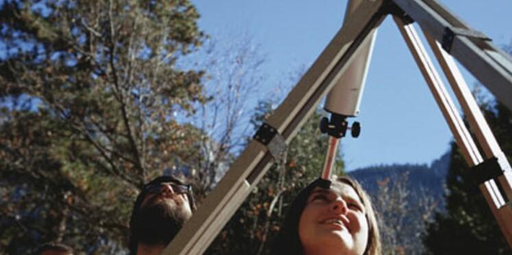 La tête dans les étoiles : des initiations à l'astronomie pour les enfants