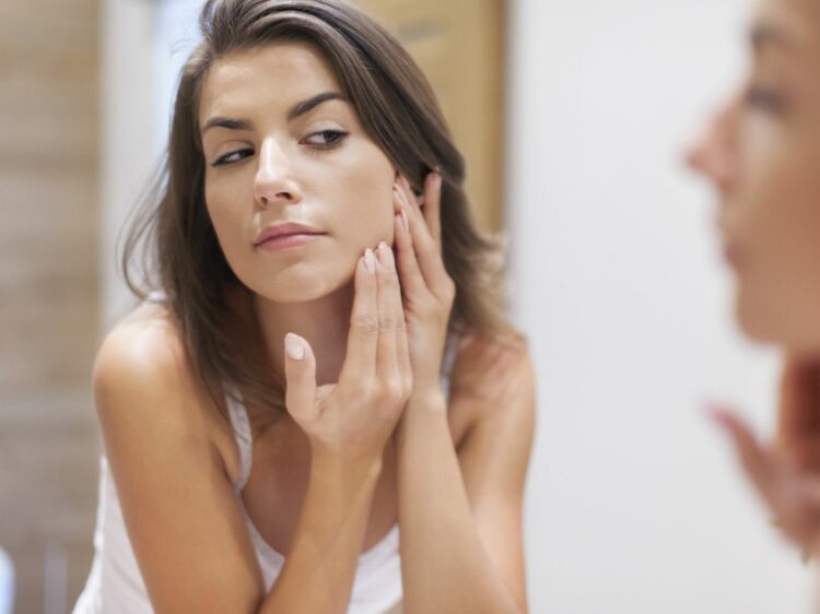 b856eab3faba Boutons d acné   toutes les solutions naturelles   Femme Actuelle Le MAG
