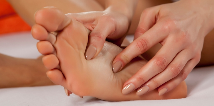 Réflexologie plantaire : massez vos pieds contre les maux du quotidien