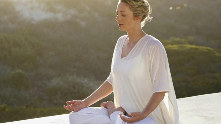 Yoga du soir pour mieux dormir : la posture de la bougie