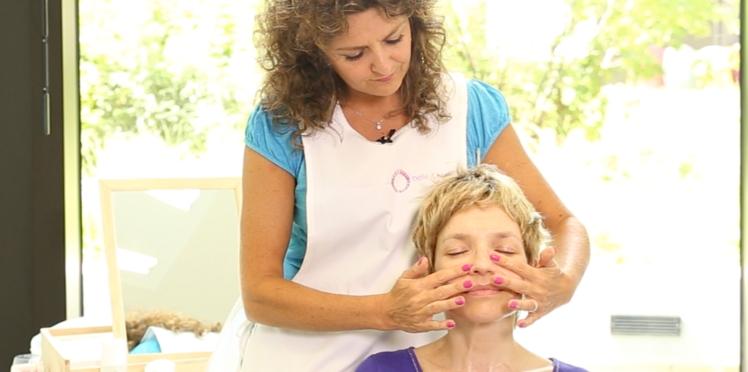 Cancer : les bons gestes pour hydrater sa peau (vidéo)