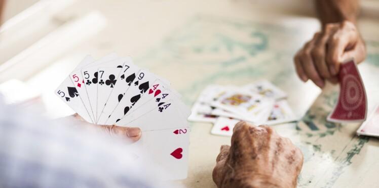Alzheimer : les exercices intellectuels ne suffiraient pas à prévenir la maladie