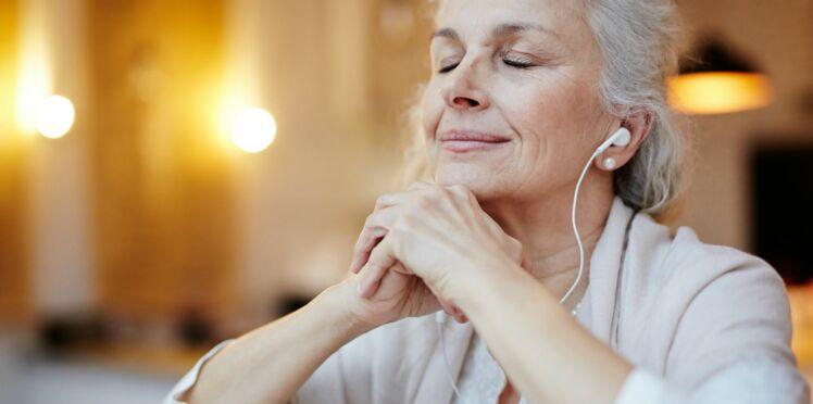 Alzheimer : écouter leur musique préférée permettrait aux malades de prendre moins de médicaments