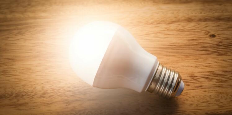 Seraient Les Ampoules Dangereuses YeuxFemme Pour Led Actuelle Nos oCBWQrxed
