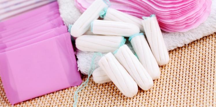 Bientôt des distributeurs de tampons et serviettes hygiéniques dans les lycées ?