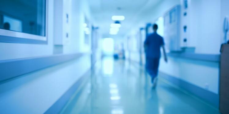 Blouses d'hôpital : les fesses à l'air dans les couloirs, c'est fini !
