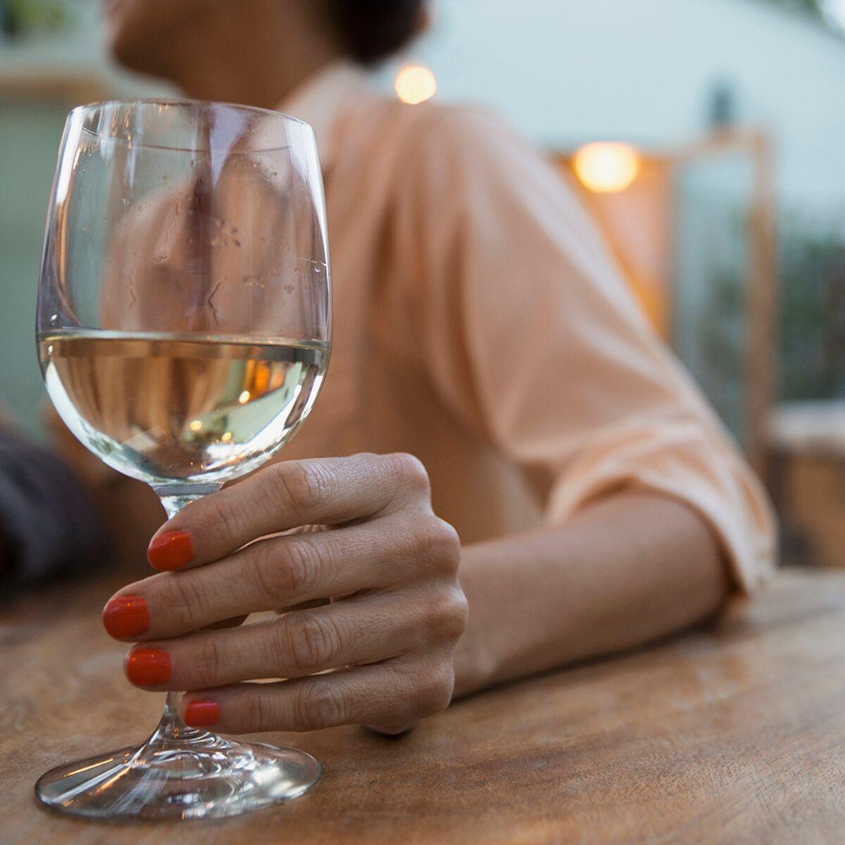 Cancer du sein : un seul verre de vin par jour augmenterait