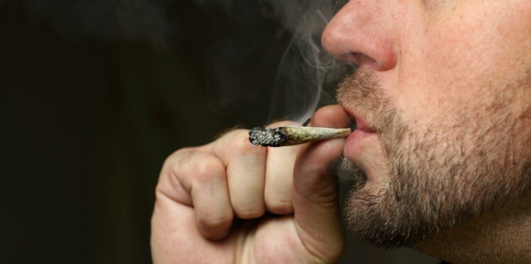 Cannabis : loin d'être réservé aux ados, il est fréquemment consommé par les parents