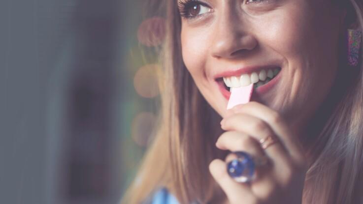 Otite, dentition, perte de poids…  4 bienfaits étonnants du chewing-gum sur la santé