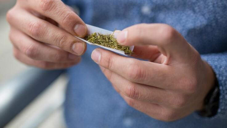 Consommation de cannabis: bientôt une amende immédiate?