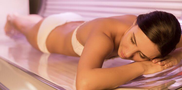 Les dangers des cabines de bronzage dénoncés par les dermatologues