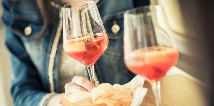 Une étude montre pourquoi l'alcool donne envie de manger