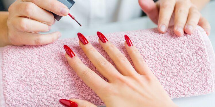 Faux ongles : des risques d'allergie, de mycose…