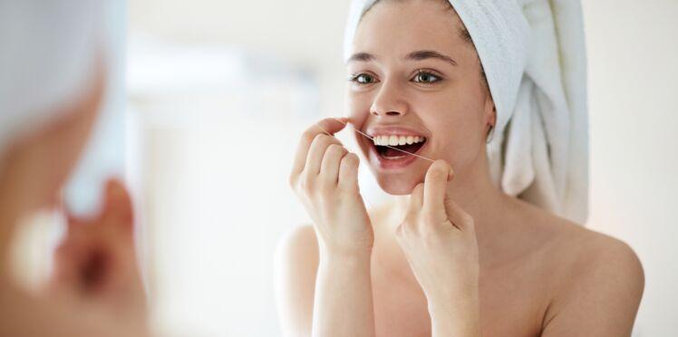 Le fil dentaire : inutile et dangereux ?