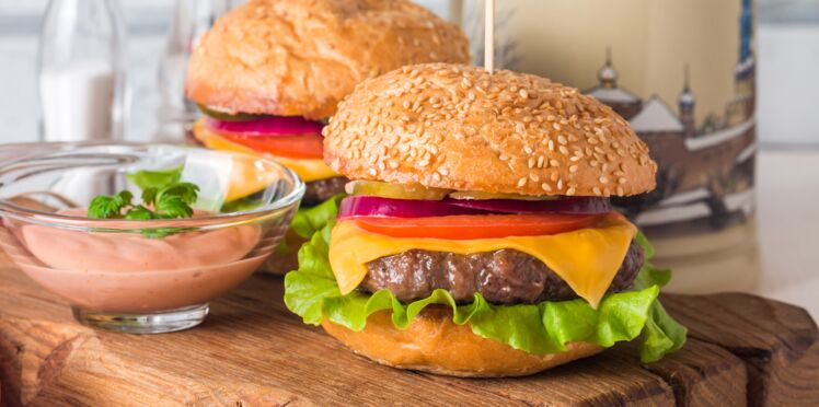 Hamburgers, pizzas : des perturbateurs endocriniens au menu des fast food