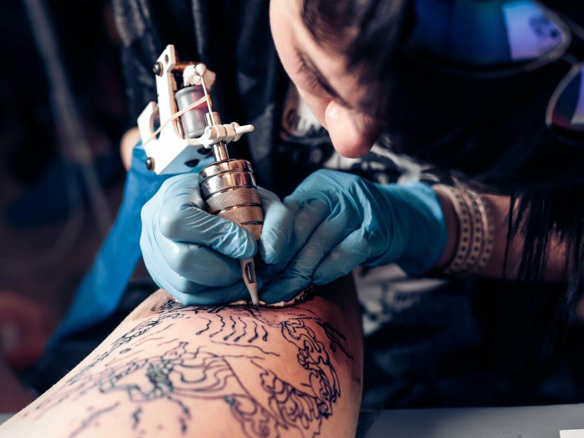 Un Homme Qui Venait De Se Faire Tatouer Meurt D Une Infection Apres S Etre Baigne Dans La Mer Au Mexique Femme Actuelle Le Mag