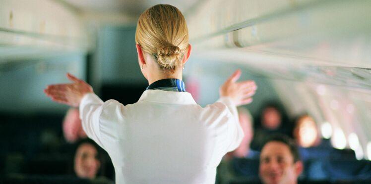 Hôtesses, stewards, personnel de bord : découvrez pourquoi ils sont plus exposés aux risques de cancer