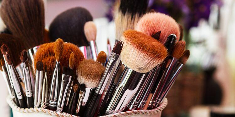 Mal nettoyés, les accessoires de maquillage peuvent provoquer des infections