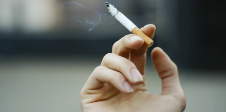 Le paquet de cigarettes neutre débarque en France