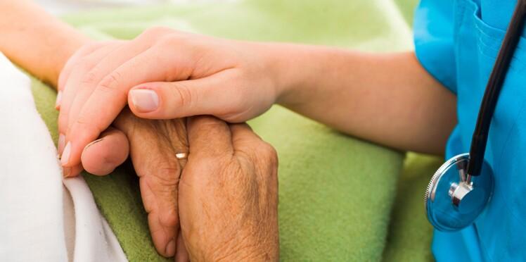 La loi sur la fin de vie entre en vigueur malgré les polémiques