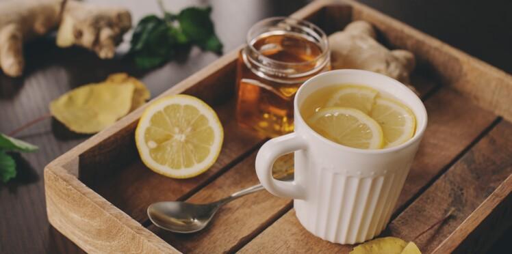 Mal de gorge : boire du thé avec du miel et du citron, un remède efficace ?