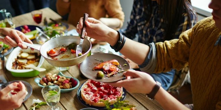 Manger devant un miroir pour retrouver l'appétit