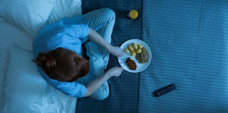 Manger tard le soir aurait des effets néfastes sur la santé