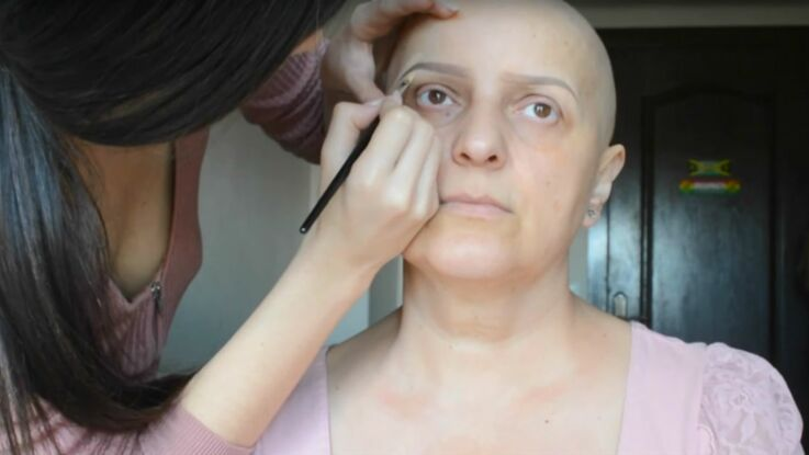 Elle maquille sa maman atteinte d'un cancer et le résultat est bluffant