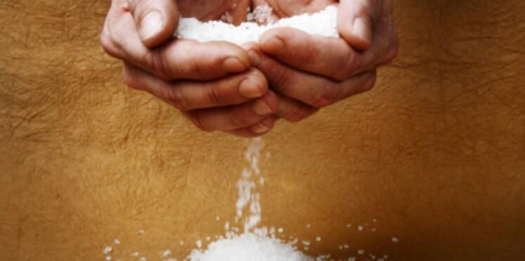 Consommer moins de sel permettrait de garder la ligne