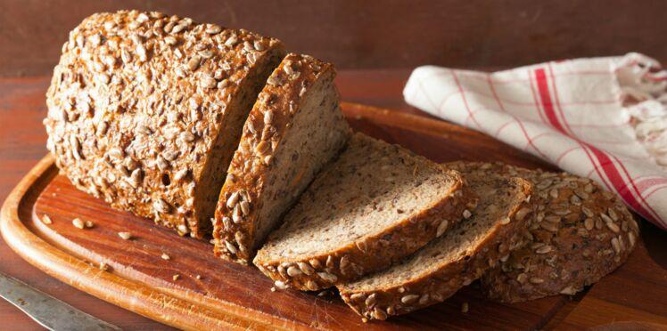 Il trouve un pansement usagé dans son morceau de pain